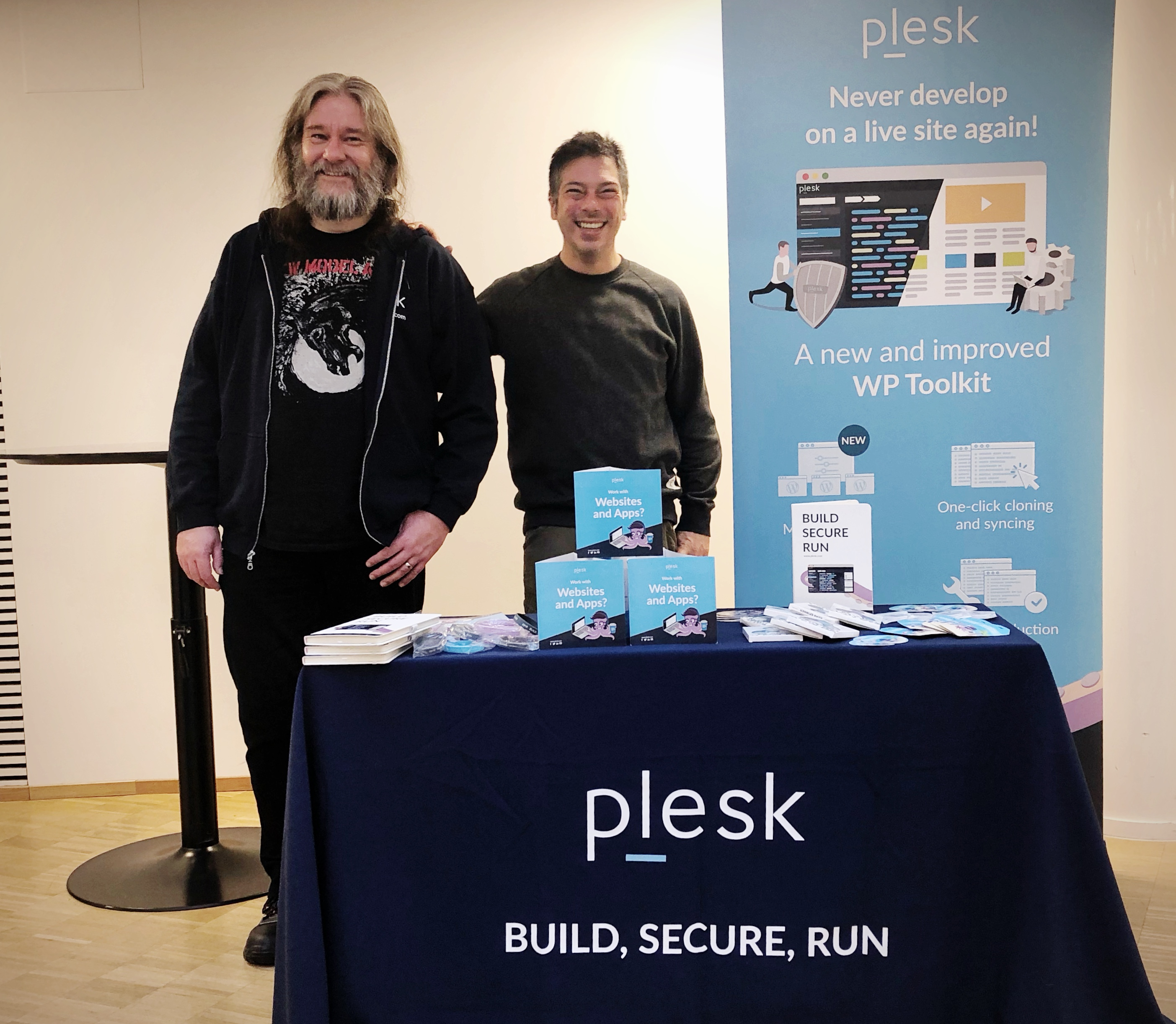 Plesk at WordCamp Nordic - booth - support engineers, Francisco and Robert